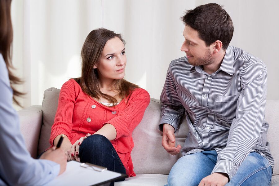 couple choosing peaceful divorce mediation
